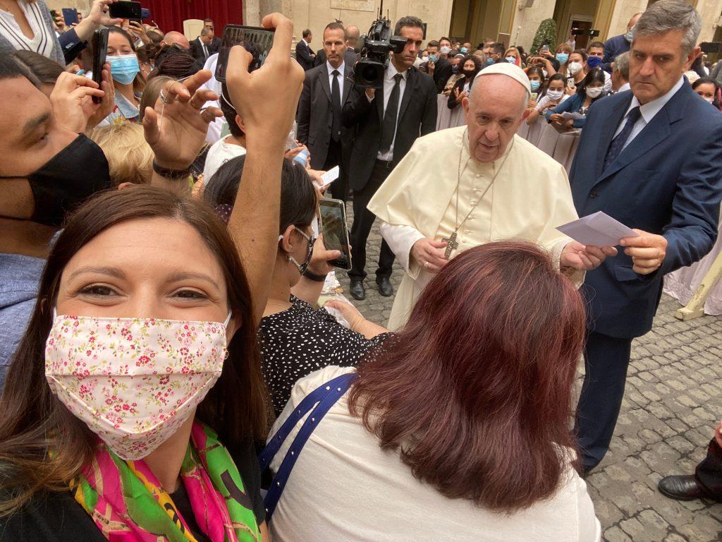 Saludando al Papa