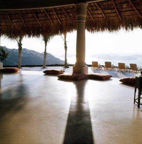 Gloria Guinness's Acapulco Home. Horst P. Horst , 1972