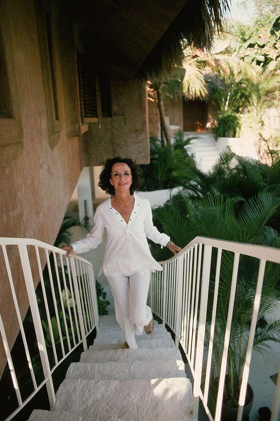 Gloria Guinness's Acapulco Home. Slim Aarons 1975