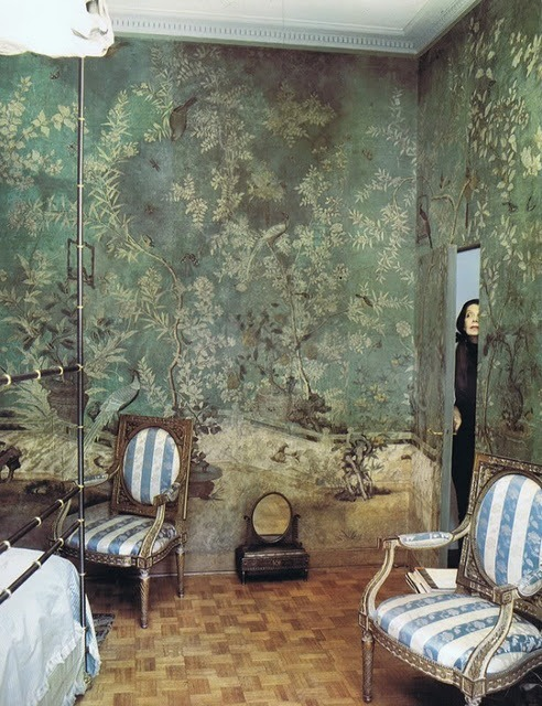 Pauline de Rothschild in her Paris apartment bedroom, shot by Horst for Vogue UK (June 1969) Great jib door