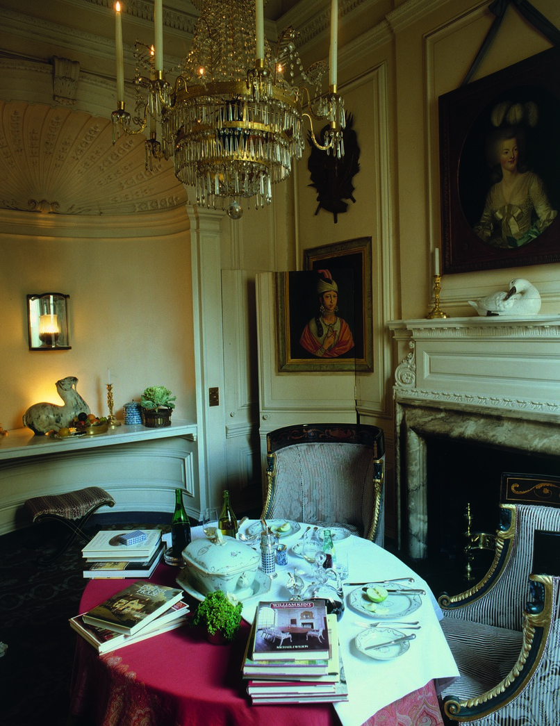 Evangeline and David Bruce's London dining room at Albany, decorated circa 1970 by Sibyl Colefax & John Fowler. Photo: John Vere Brown, copyright Colefax & Fowler