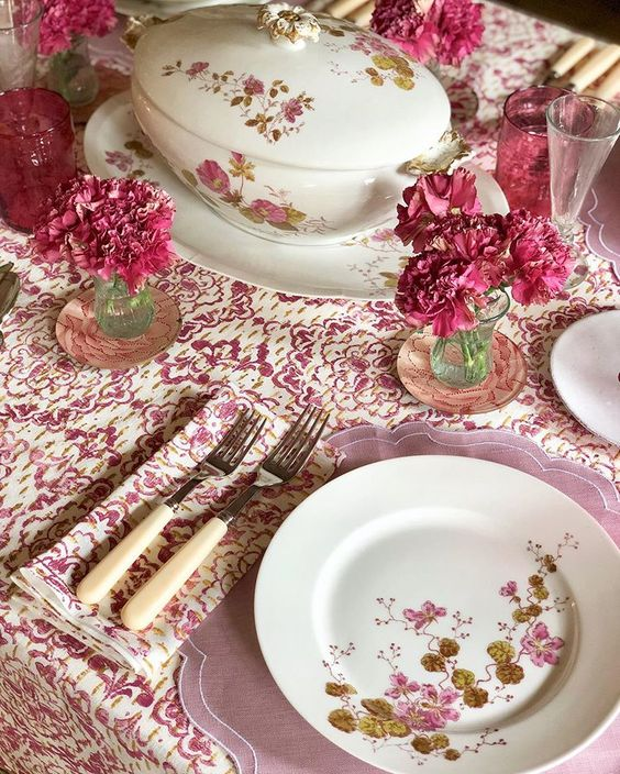 cutter brooks table setting in pink with carnations by amanda brooks