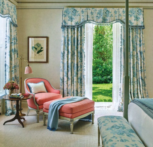 A Palm Beach home by Gil Schafer.Blithfield Parham linen on th curtains