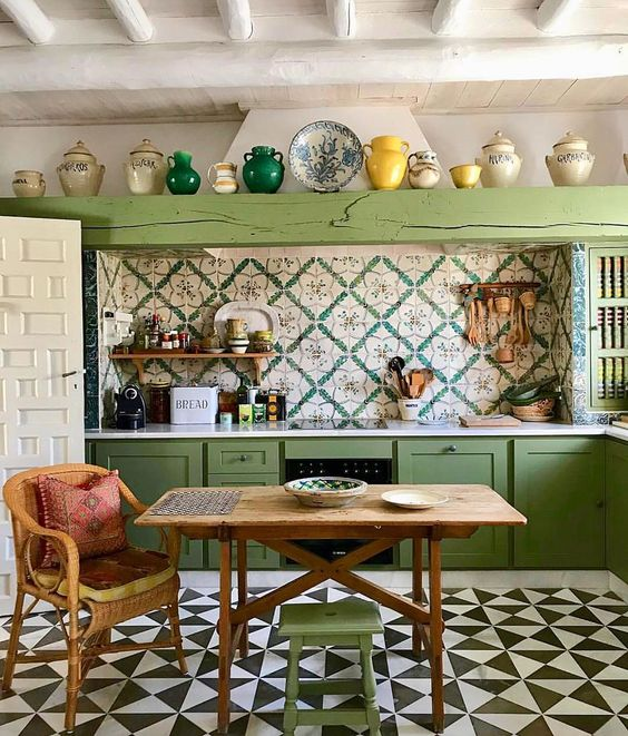 Spanish green kitchen by Javier Gonzalez Sanchez Dalp