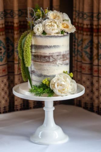 Single tier semi naked cake - Image credit: Rob Wheatman Photography