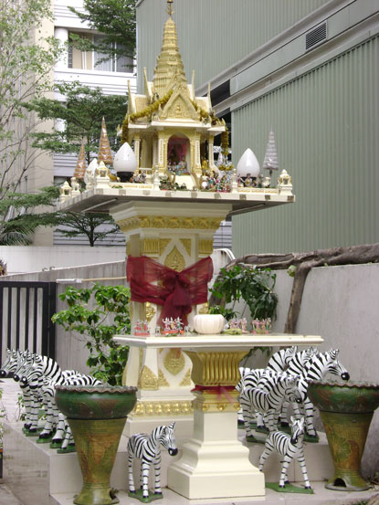 footsteps-in-bangkok-thailand-2