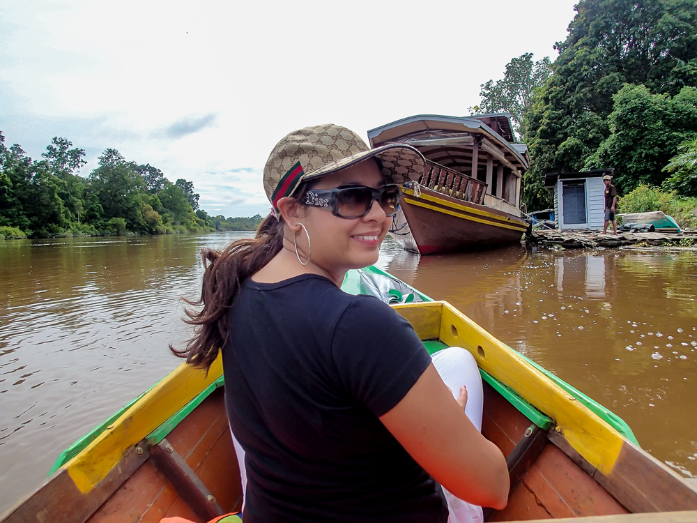 Hopping on to a smaller boat for our jungle safari