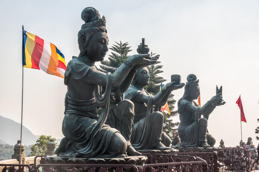 Some of the other statues surrounding the Big Buddha