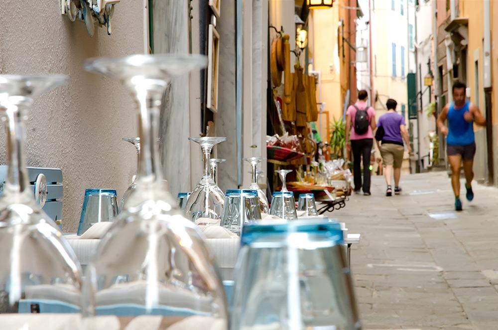 Cute restaurants in narrow alleyways