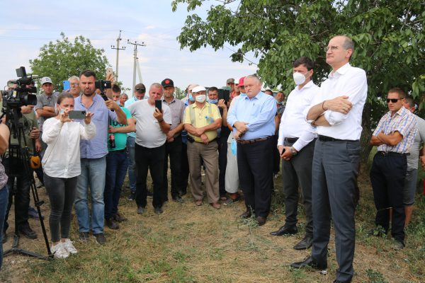 Ministrul de resort a discutat cu agricultorii care au despre protestat pe traseul Căușeni-Chișinău