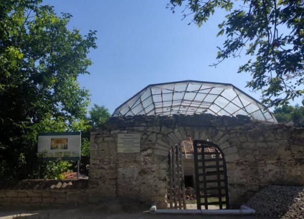 """Continuă restaurarea Bisericii  """"Adormirea Maicii Domnului"""" din orașul Căușeni"""