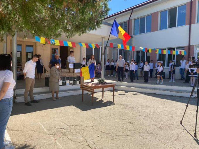 Calculatoare moderne pentru singurul  gimnaziu românesc din raionul Taraclia