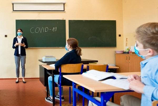 276 de elevi se tratează de COVID-19. Află AICI care e situația în școli la acest capitol