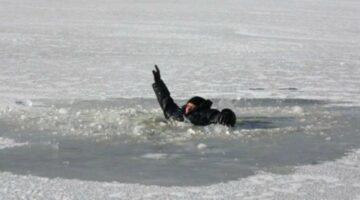 Pe gheața subțire poți ajunge sub apă…