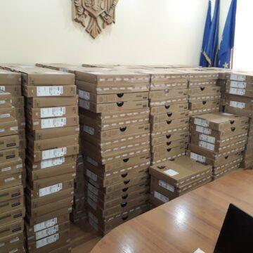 """491 de laptopuri donate elevilor din Cahul în cadrul Proiectului """"Reforma Învățământului în Moldova"""""""