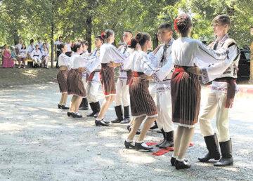 De hramul satului, la Vișniovca s-a cântat și s-a dansat