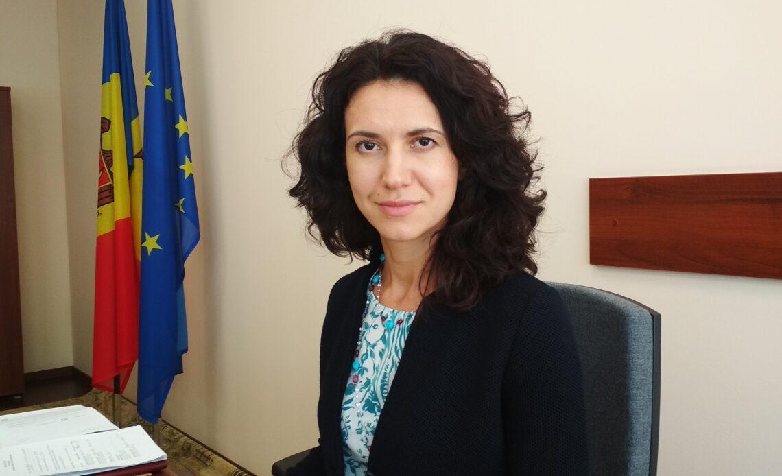 Președinta Comisiei juridice, deputata Partidului Acțiune și Solidaritate, Olesea Stamate. Foto: MoldovaCurata.md