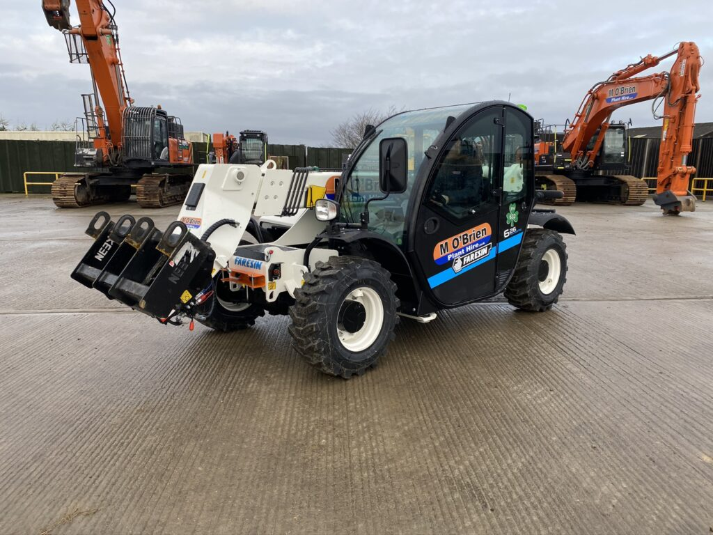 Fully electric telehandler