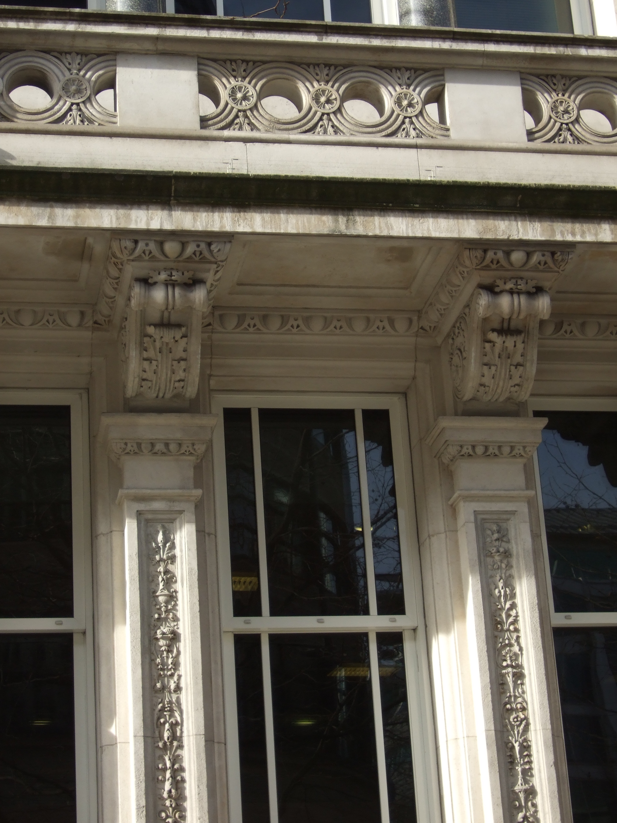 Detail of mullions with superimposed colonnette, margent and corbel