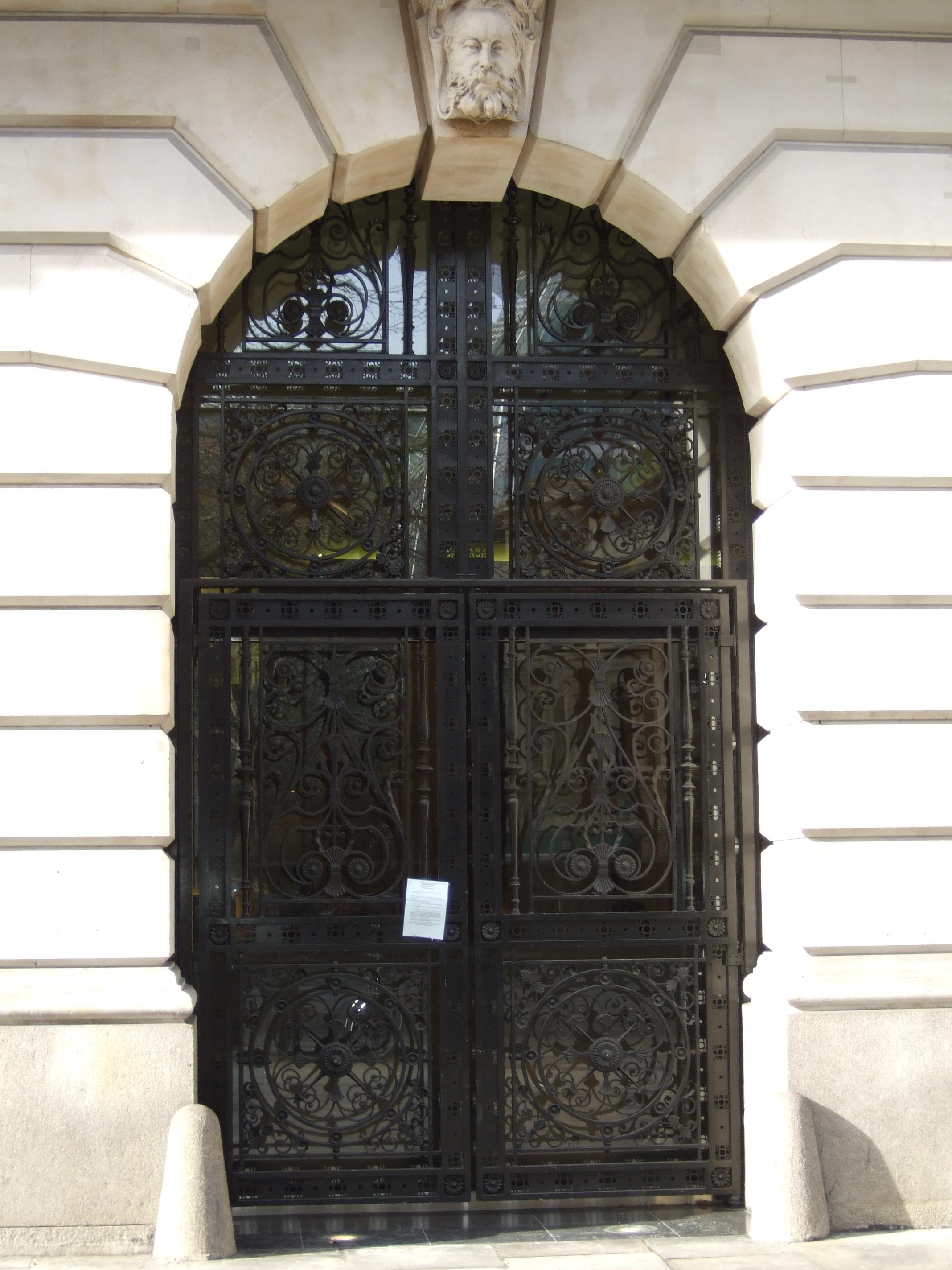 Former Telegraph Office entrance featuring a mascaron keystone