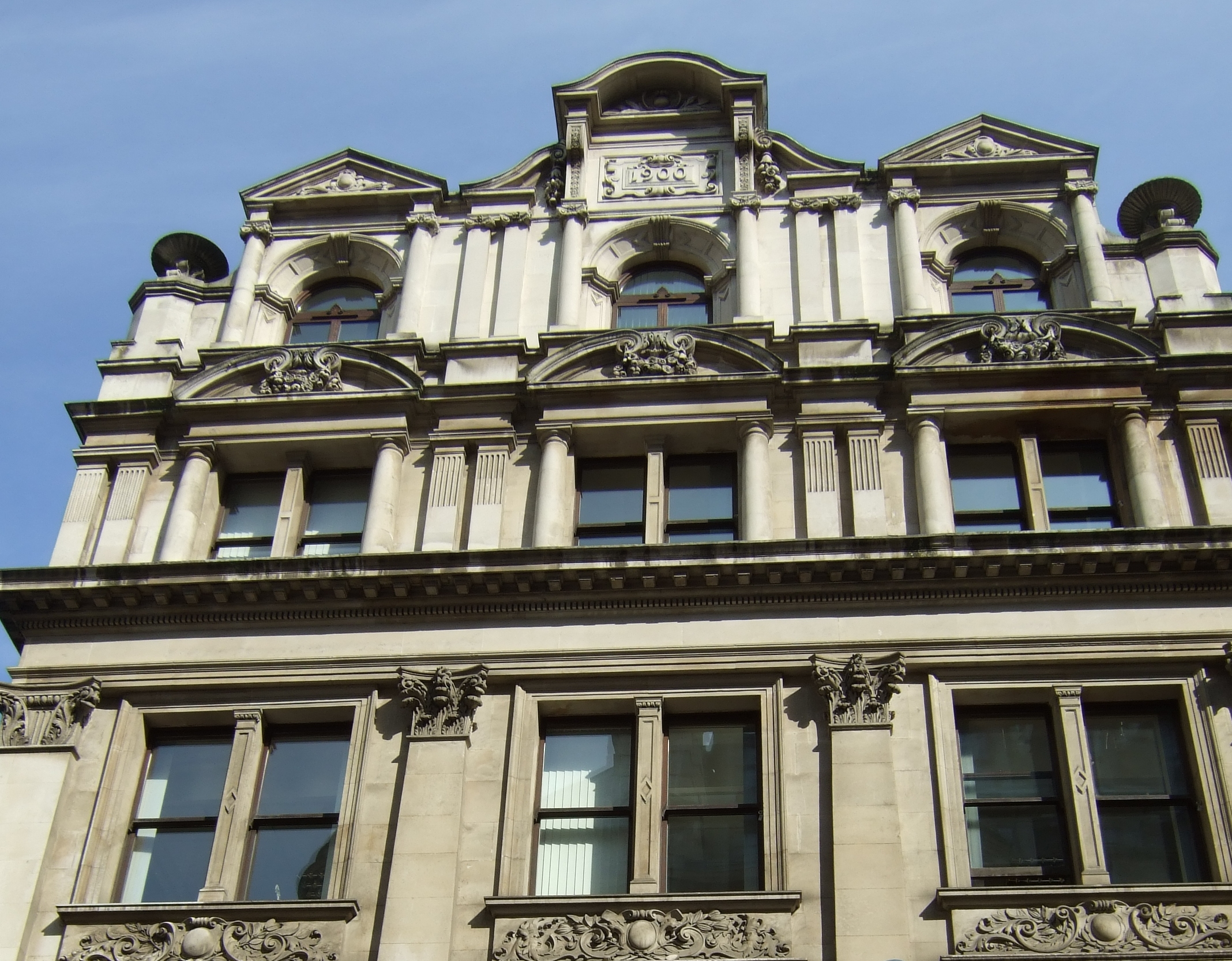 Upper storeys of Fenchurch Street aspect showing more eclcticist detailing
