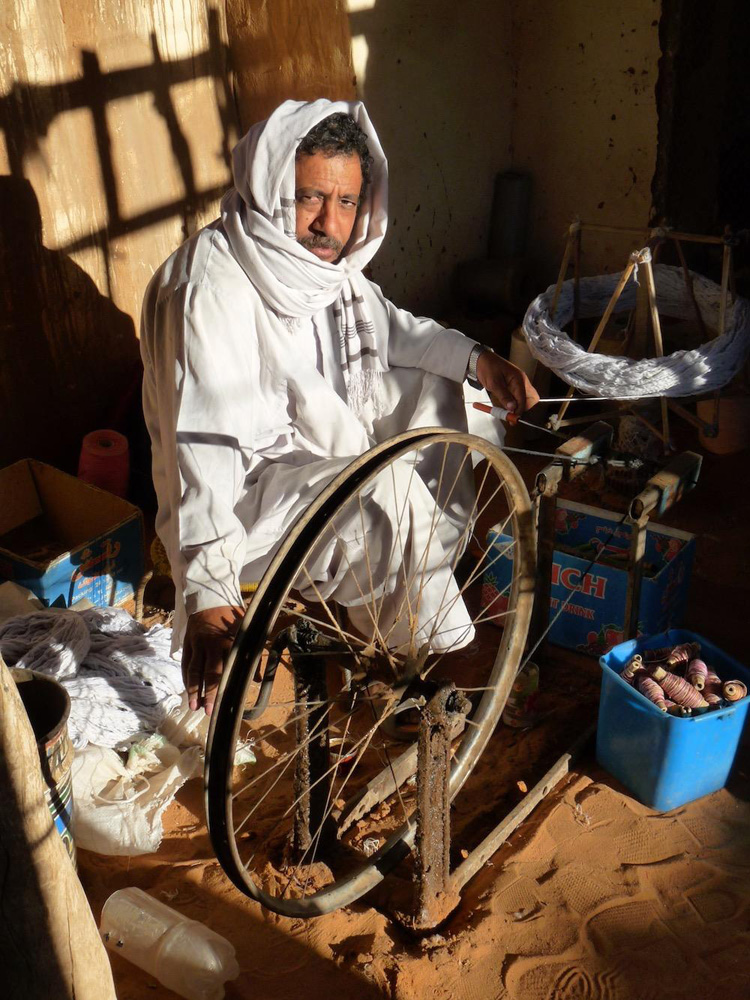 Cotton weaver in Shendi, Sudan, by Melissa Shales.