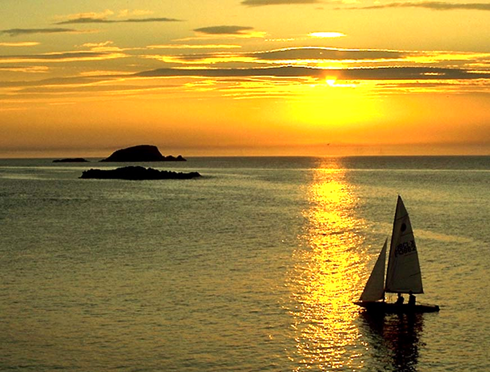Allan Rogers photographed a yacht sailing off Fidra Island at the entrance to the Firth of Forth in Scotland