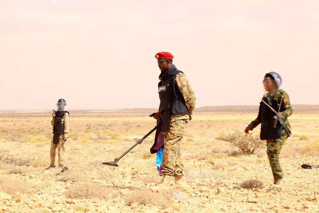 Madaxweyne Karaash oo tababar ku saabsan miina baarka u soo xiray ciidamo ka tirsan Puntland.