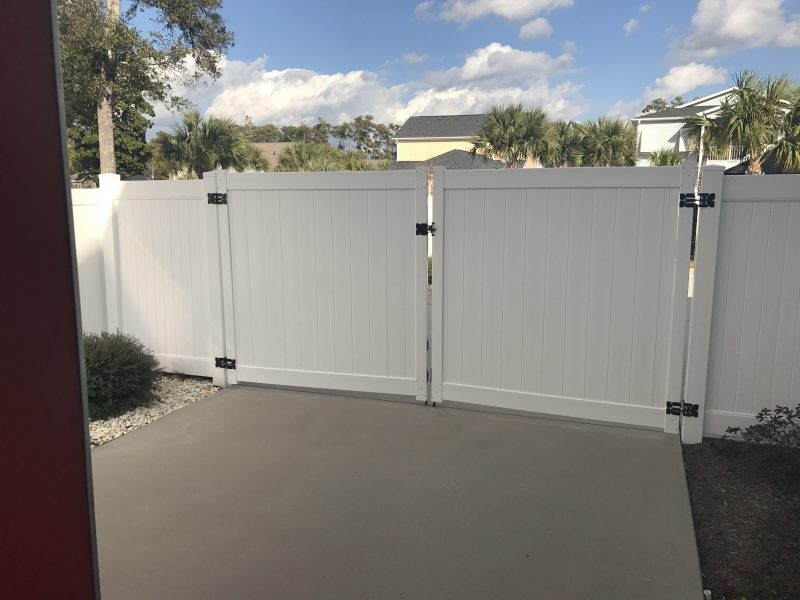 Vinyl residential fence company in Waxhaw