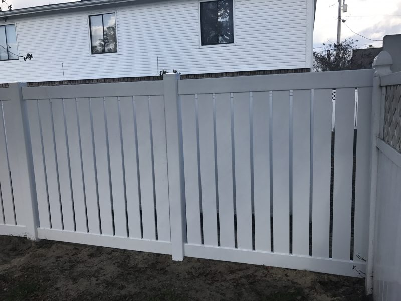 Vinyl residential fence company in Fort Mill