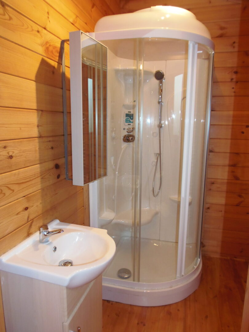 Forest Lodge bathroom