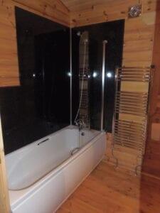 Forest Lodge bathroom