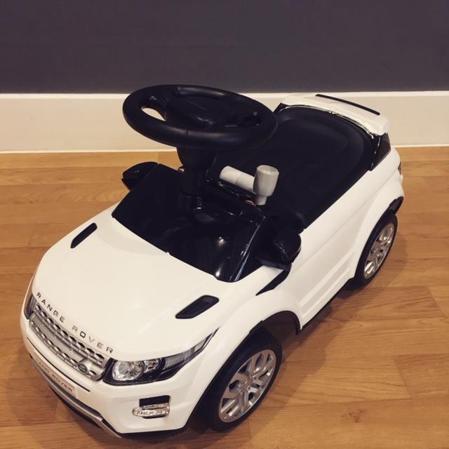 a white range rover ride on toy