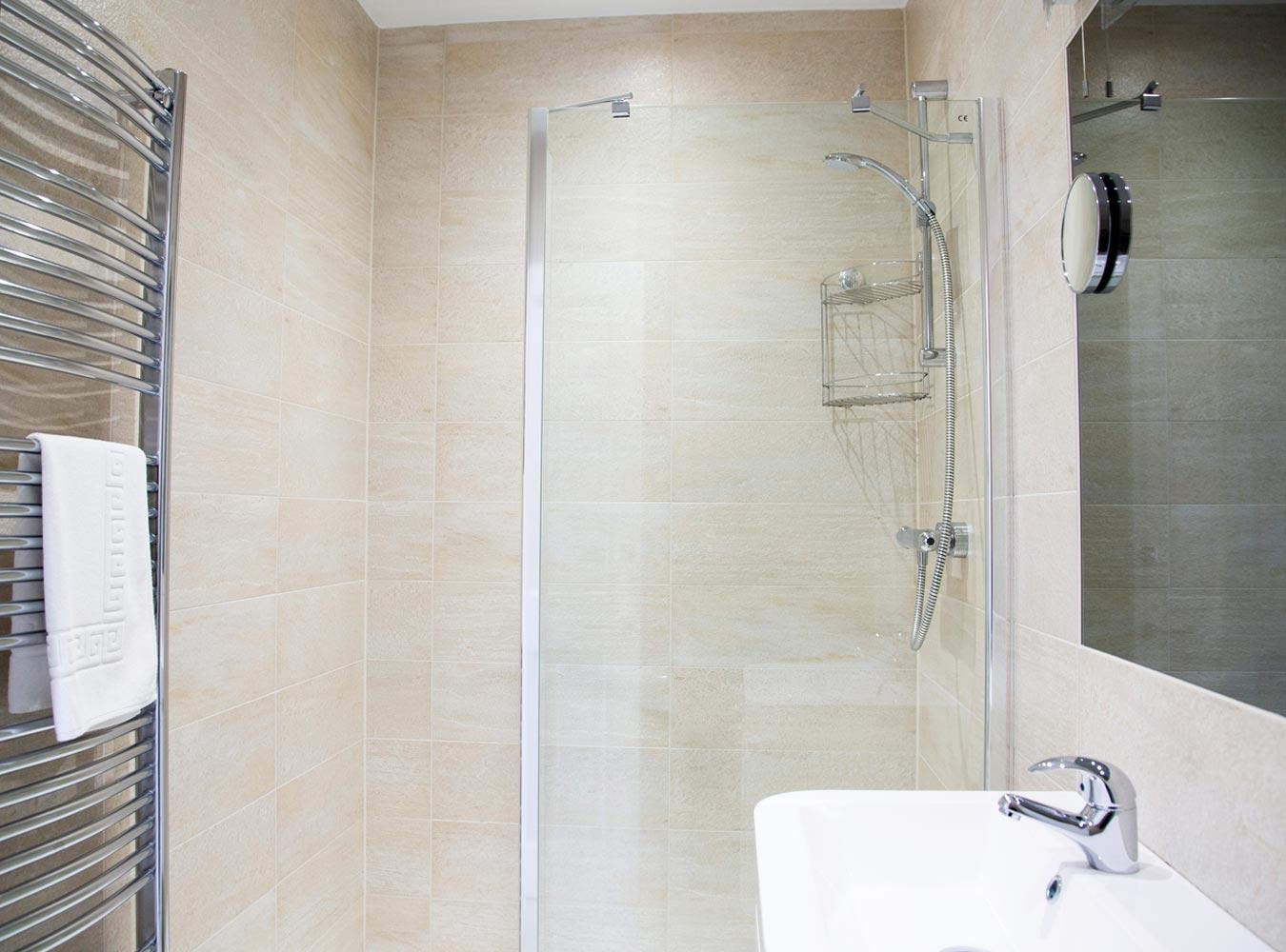 27x20_room10-bathroom