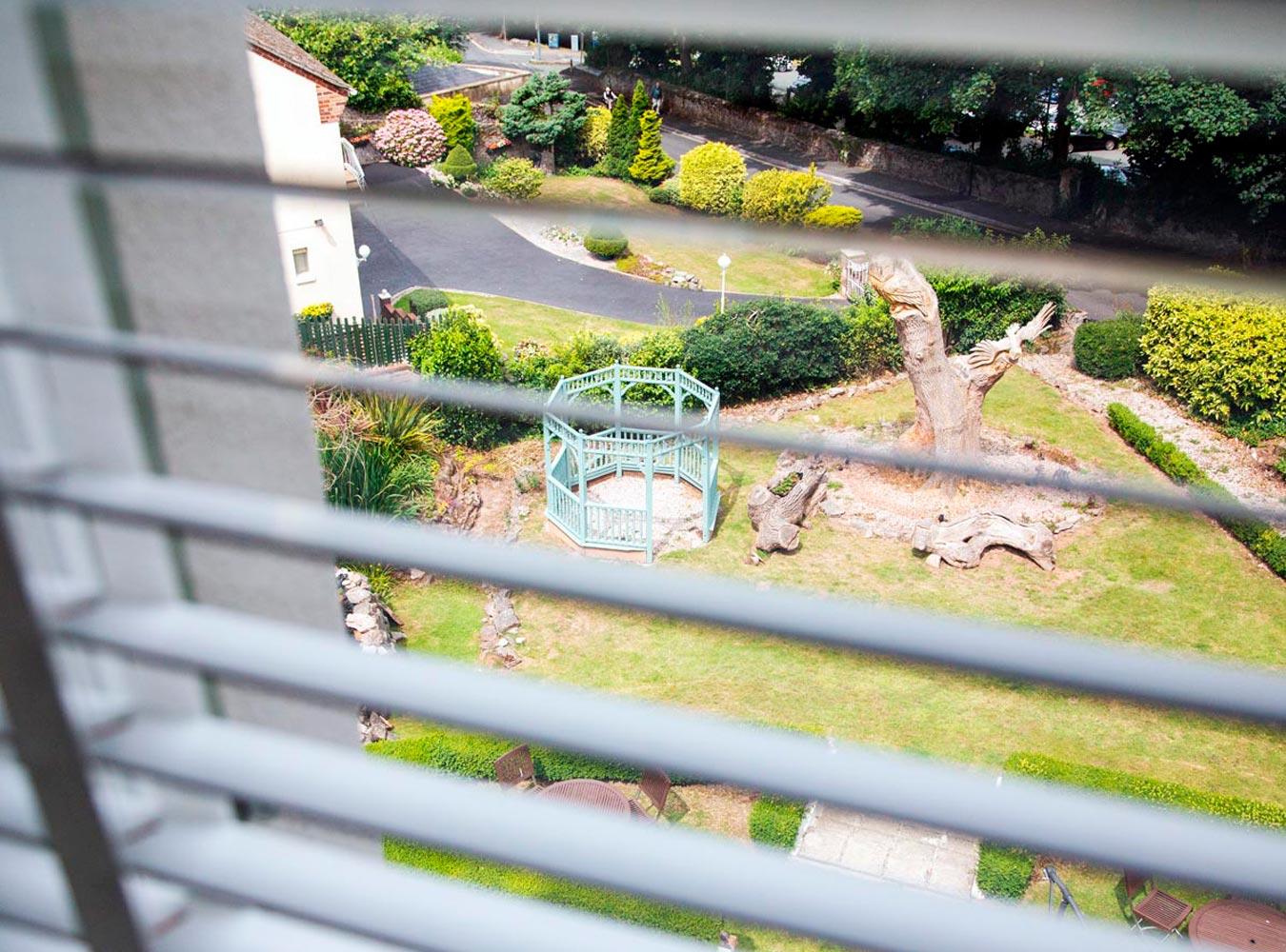 27x20_room11-garden-view