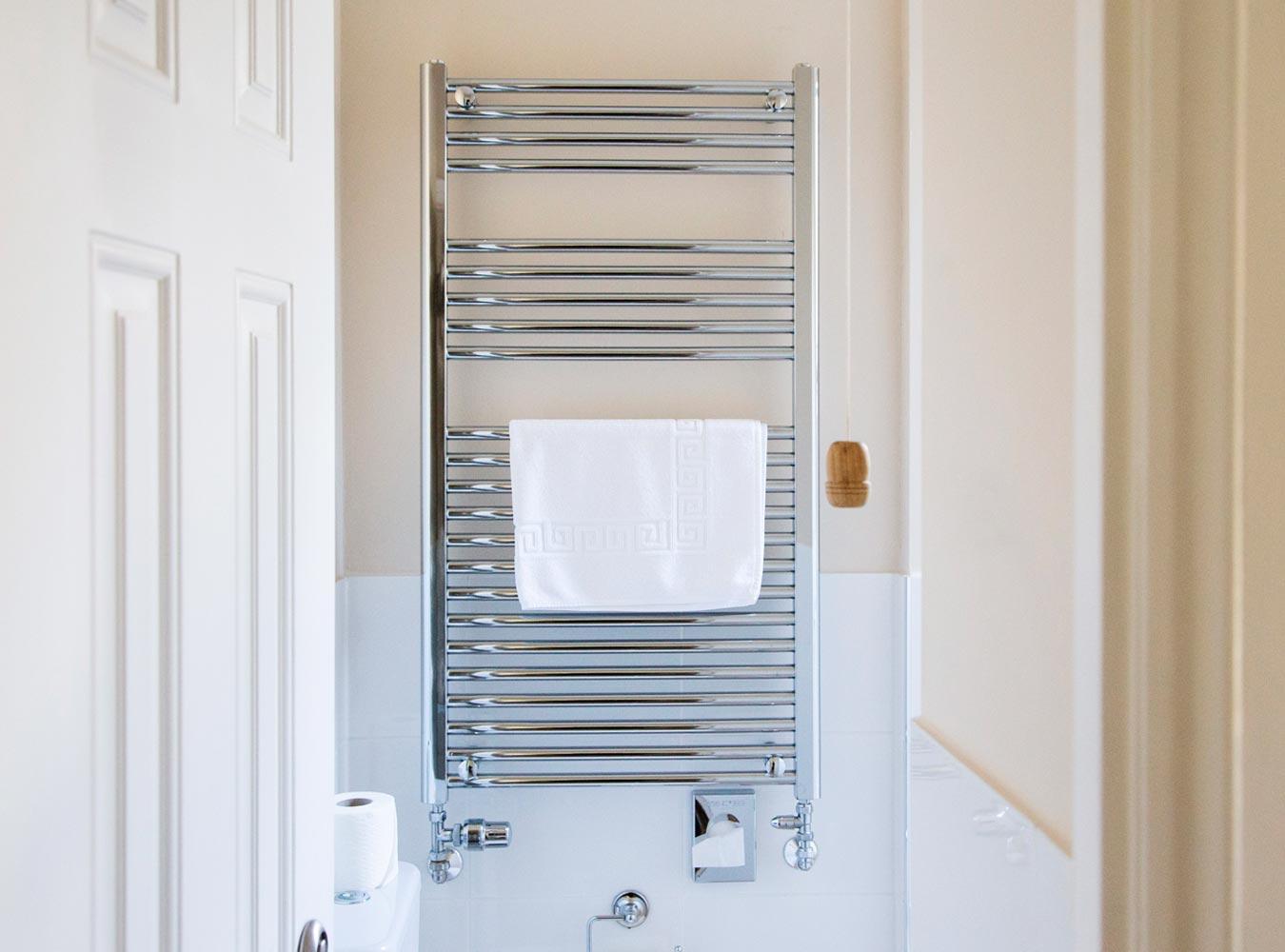 27x20_room12-bathroom2