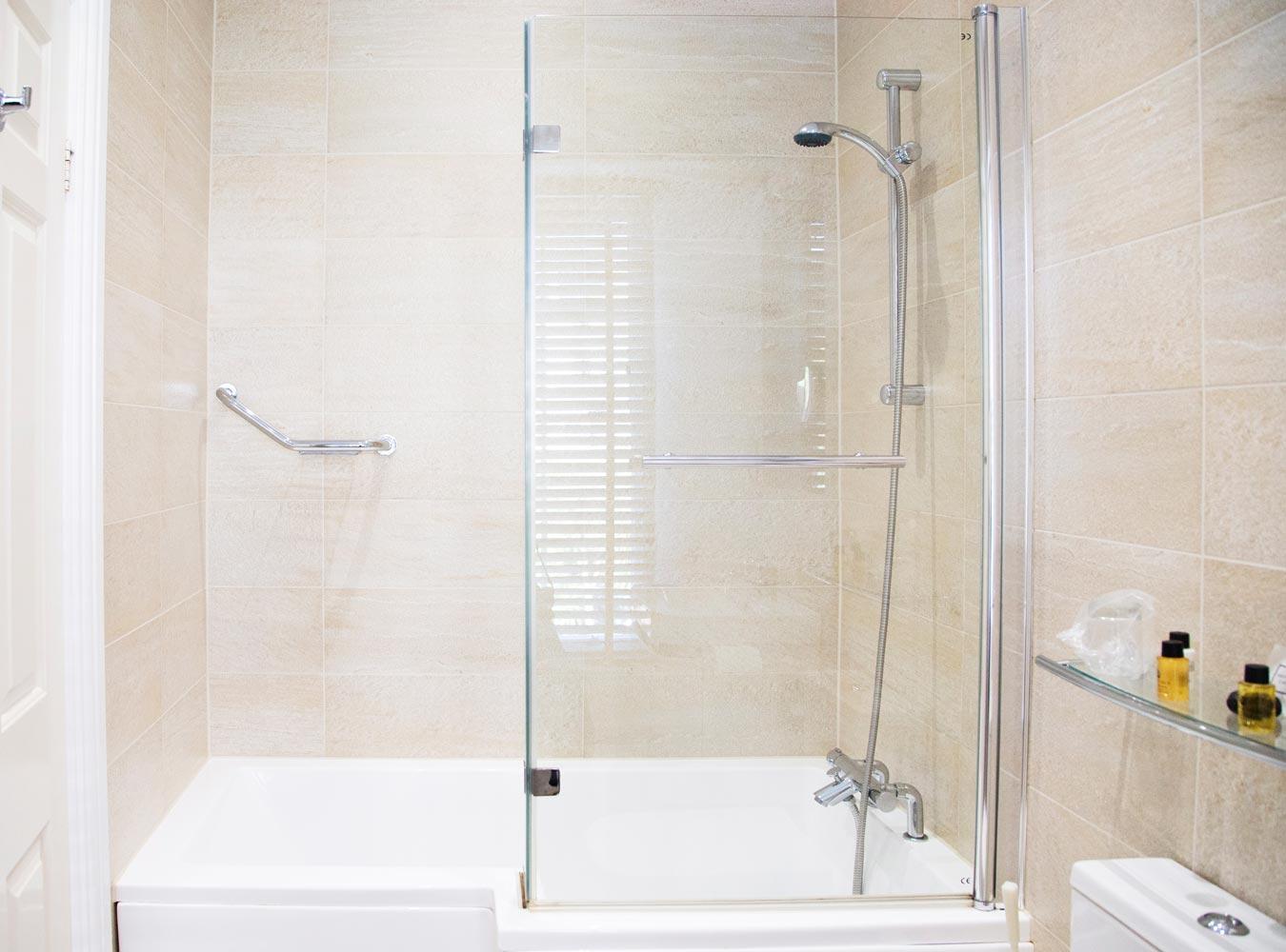 27x20_room5-bathroom