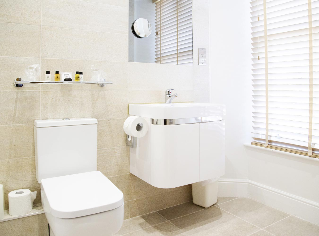 27x20_room5-bathroom2