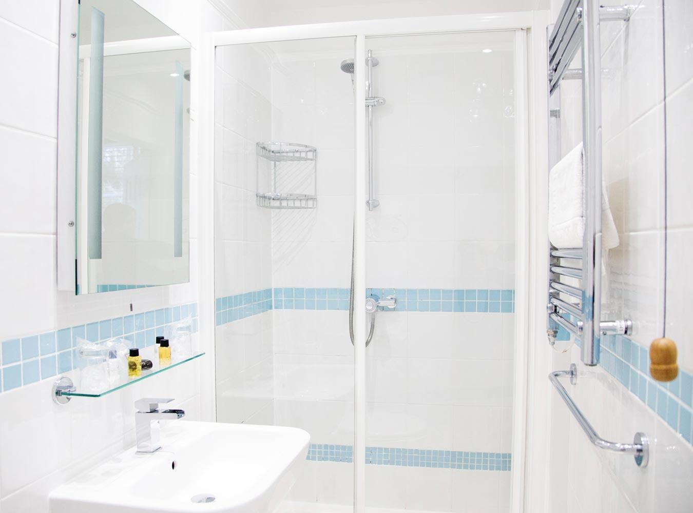 27x20_room6-bathroom