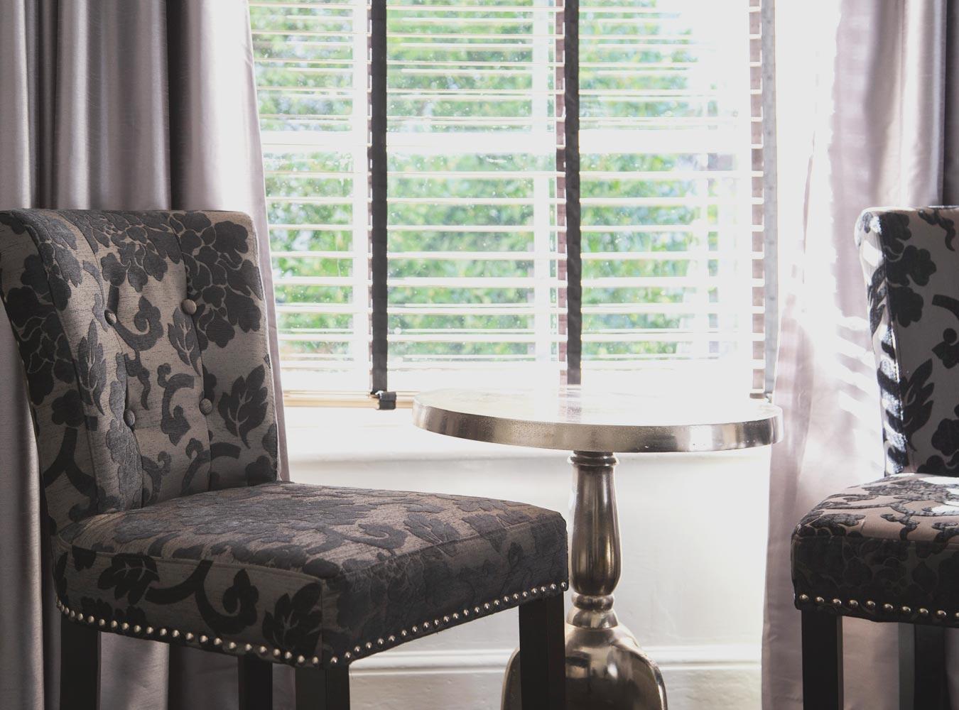 27x20_room7-chairs