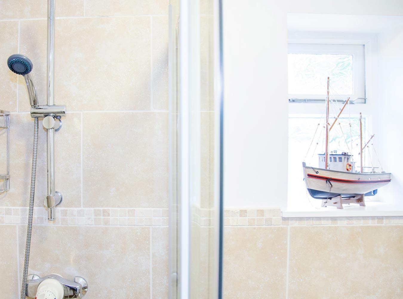 27x20_room9-bathroom