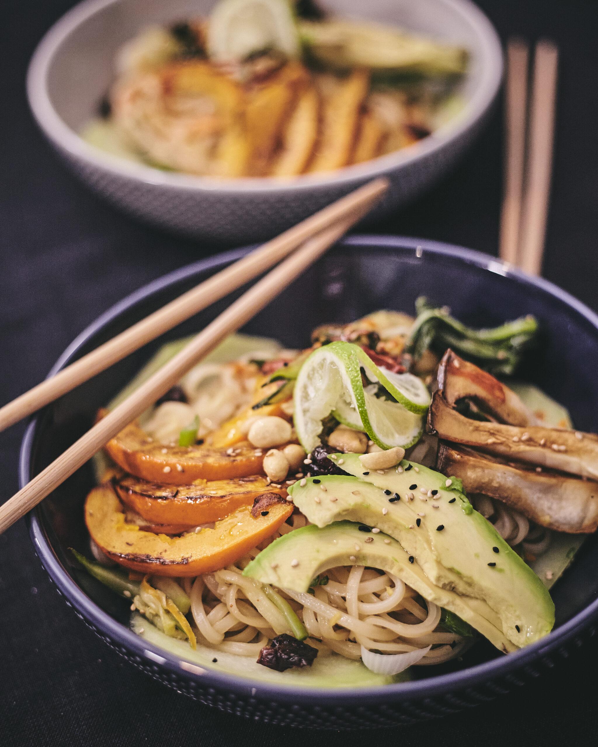 Glasnudel Bowl Vegan inannaskueche in Annas Küche