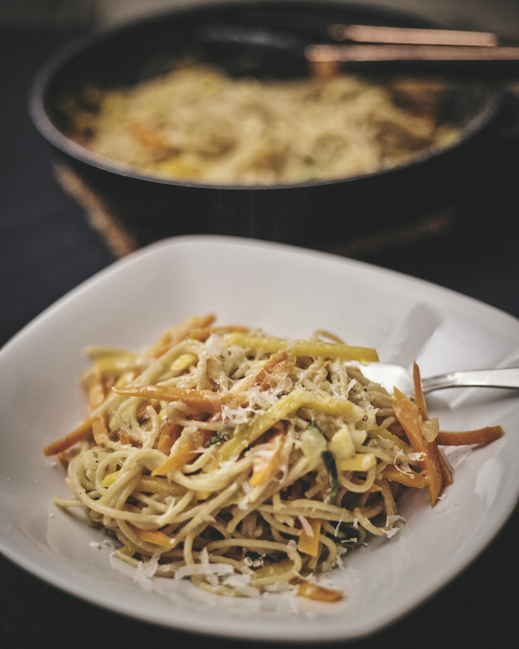 Spaghetti Salzzitrone mit Steckrübe und Karotte in Annas Küche