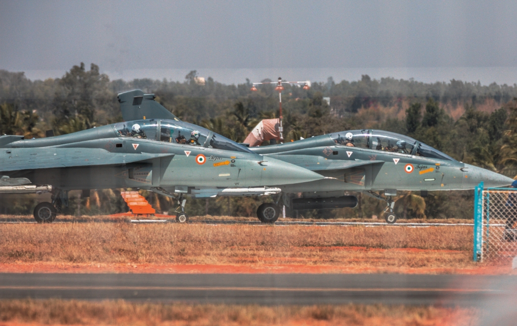 Lca tejas parallel take off