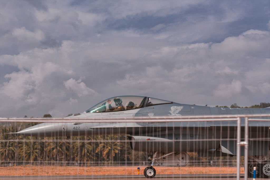 Waving At The Crowd – F16 Falcon