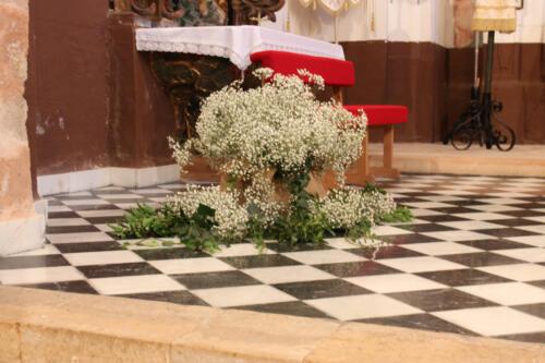 Detalle decoración floral iglesia
