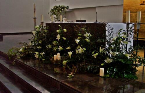 Flores blancas altar boda