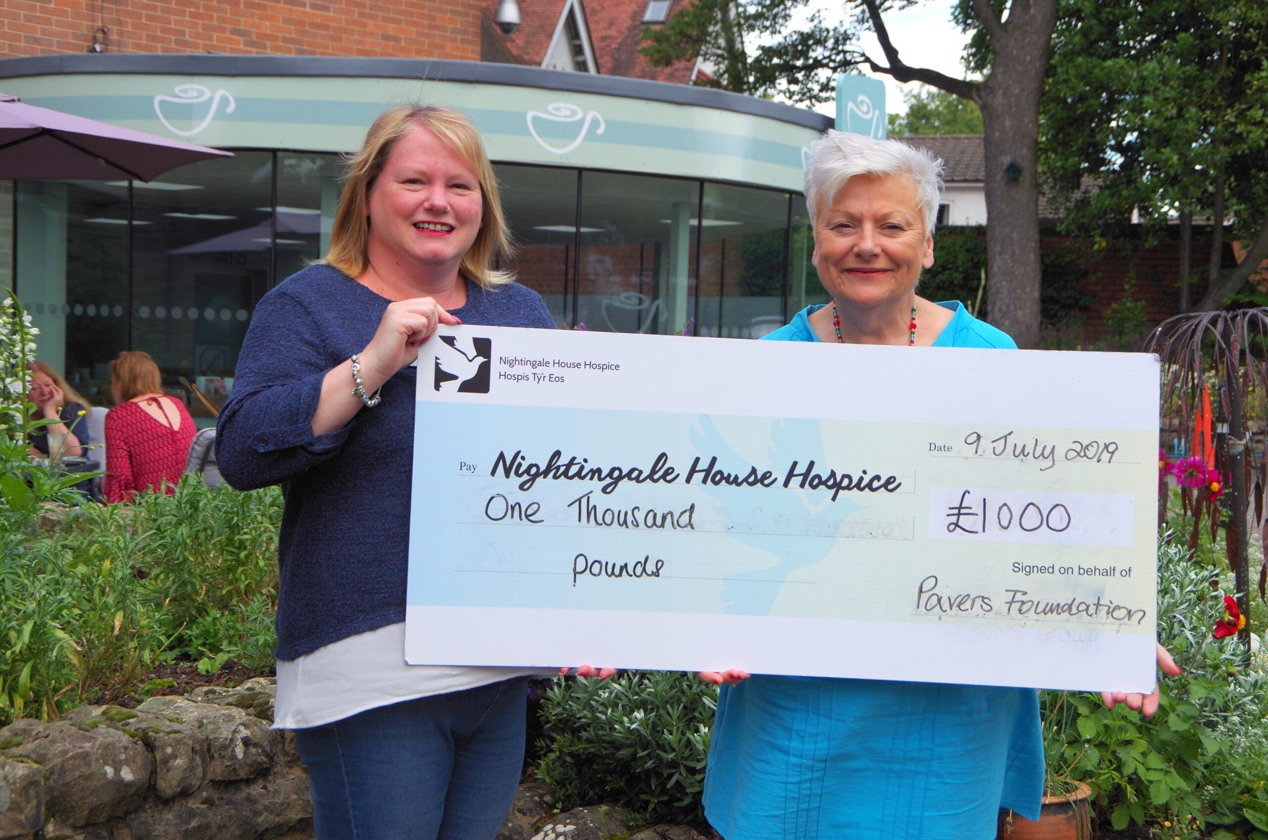 Nightingale House Hospice receives £1,000 to help with new Sunshine Room