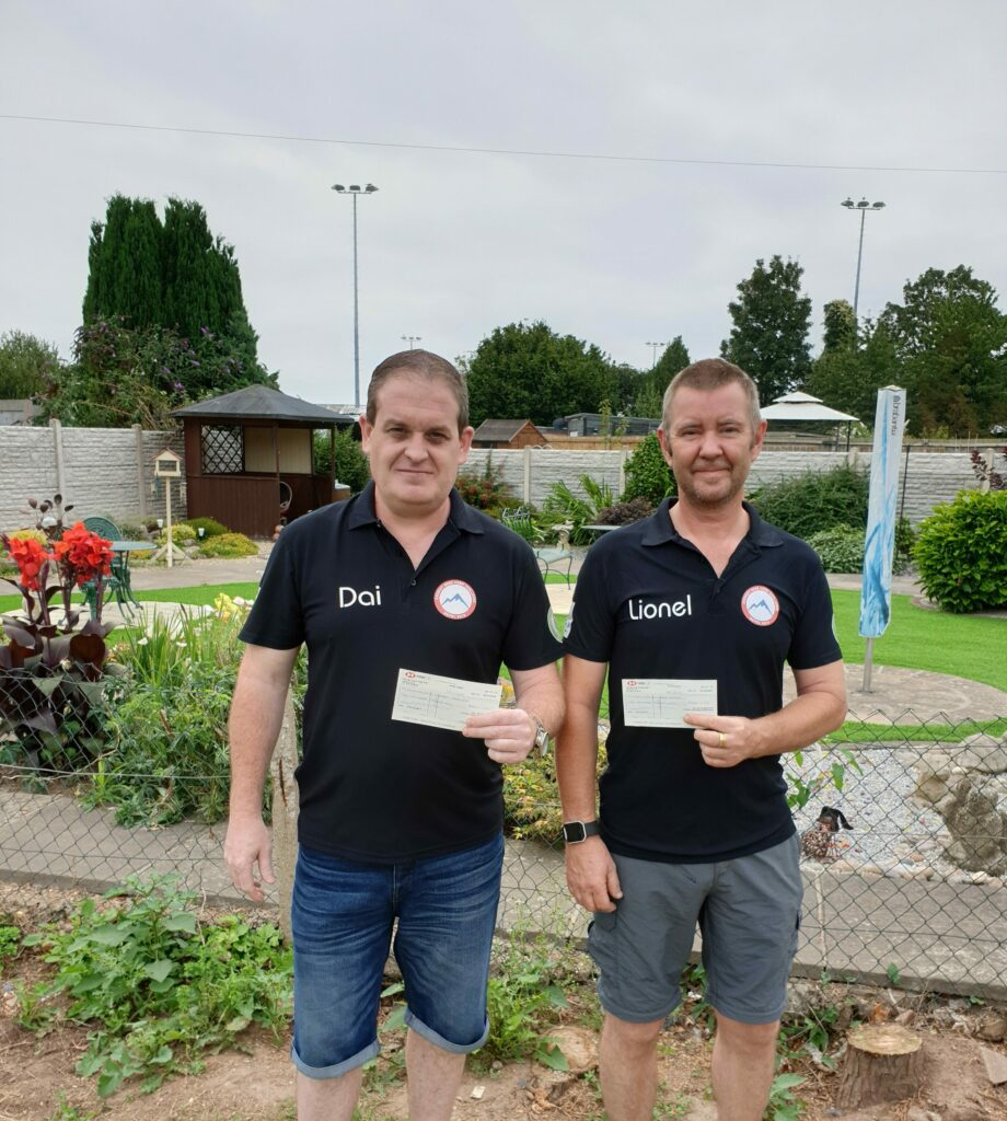 Dai Miles and Lionel Gurner with the cheques from the Pavers Foundation.