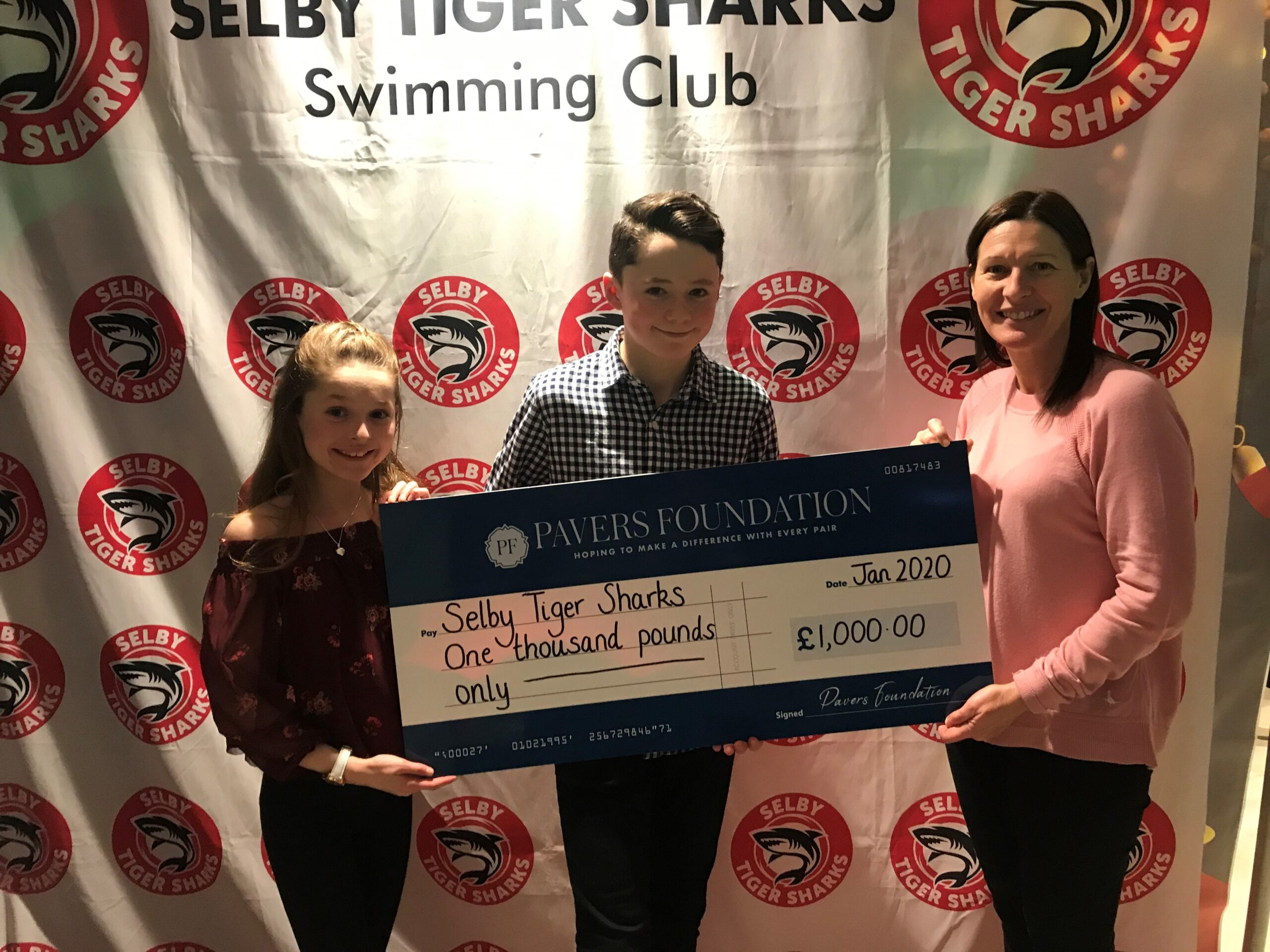 Selby Tiger Sharks make a splash with £1,000 donation!